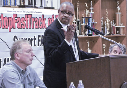 USW Local 1375 Pres Darryl Parker speaks in Warren, OH against Fast Track of TPP