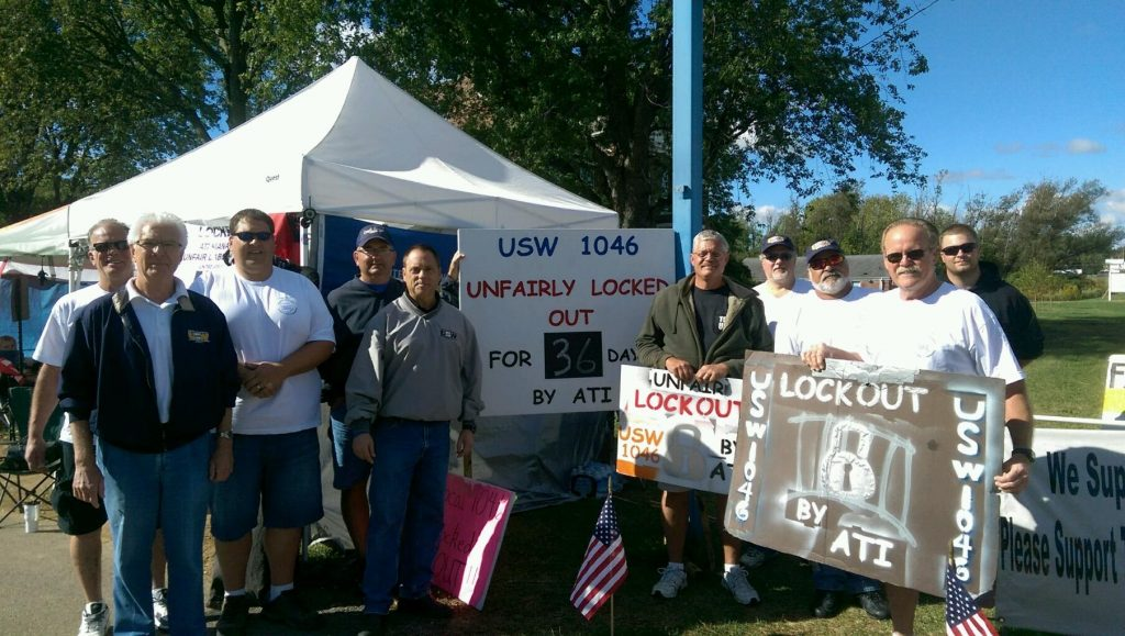 Ohio AFL-CIO President Tim Burga joins Louisville, OH USW members on the picket line.
